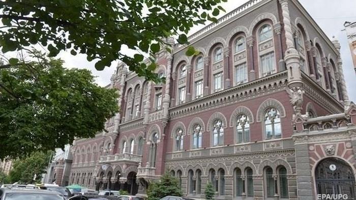 Курс валют: доллар впервые с апреля выше 27 гривен