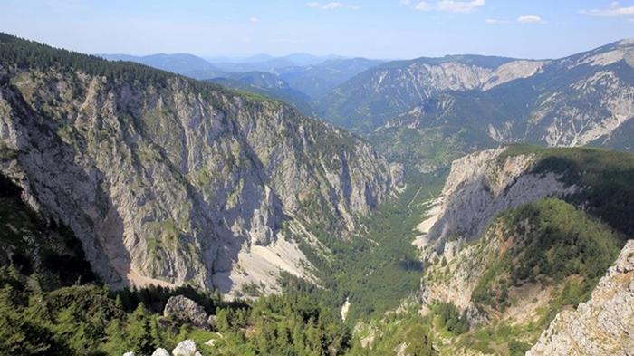 В Альпах разбился самолет: четверо погибших