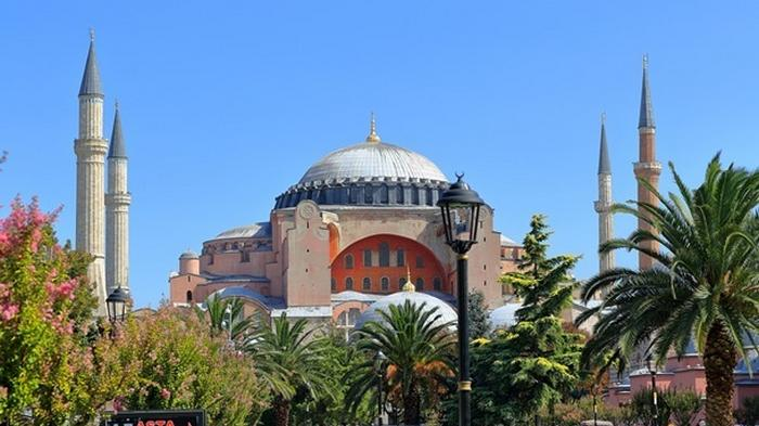 Святая София официально открылась для посетителей