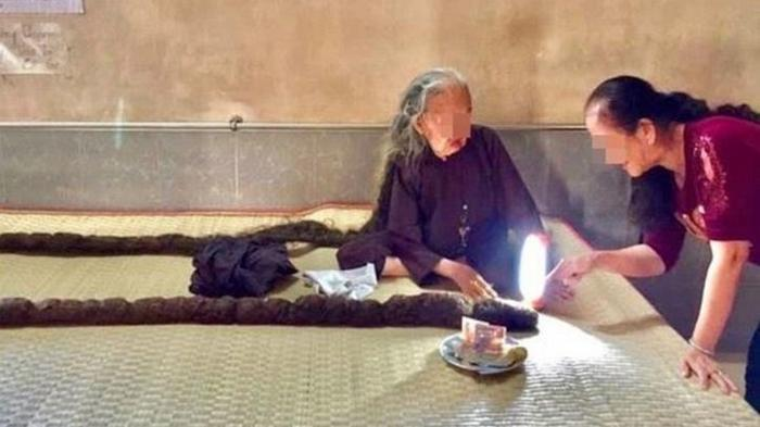 Женщина не стриглась и не мыла голову 64 года (фото)