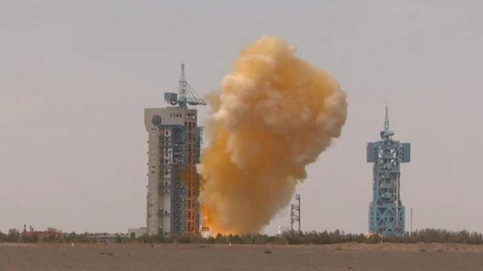 В Китае при запуске ракеты образовалось желтое облако (видео)