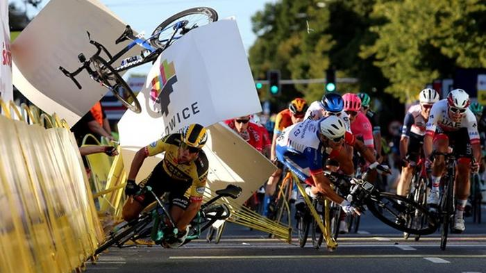 На велогонке Тур Польши пострадал победитель (фото)