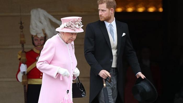 Принц Гарри поссорился с Елизаветой II из-за украшений