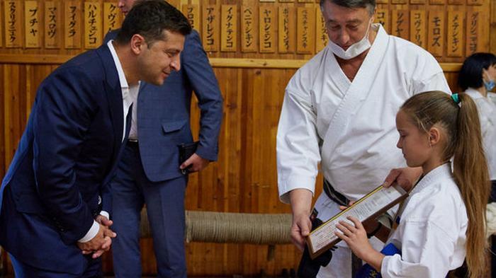 Зеленский получил диплом мастера карате первого дана