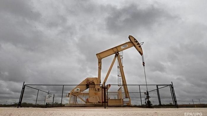 Нефть впервые за две недели упала ниже 44 долларов