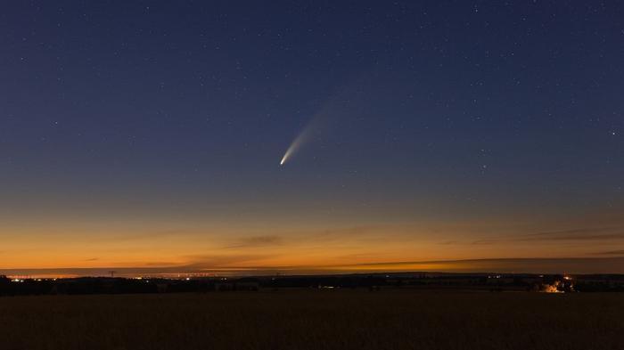 Астрономы увидели ярчайшую за 23 года комету: видео