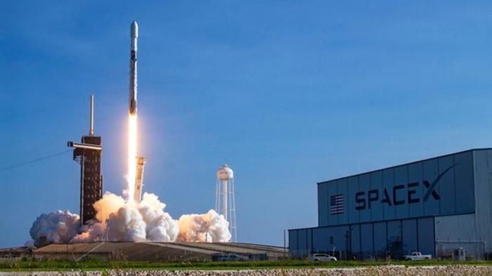 SpaceX запустила 60 спутников Starlink
