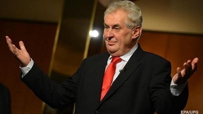 Президента Чехии выписали из госпиталя