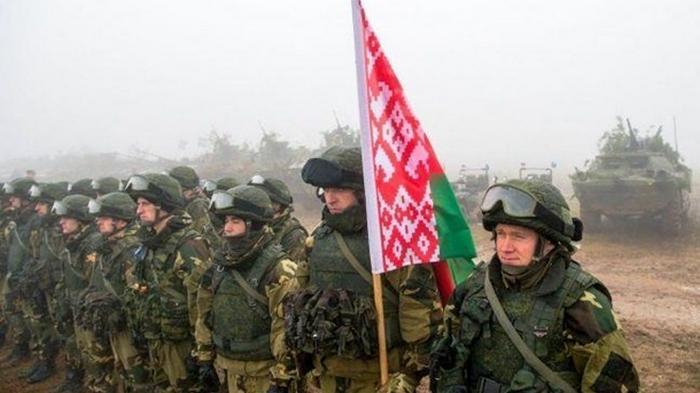 Беларусь развернула половину своей армии вдоль границы