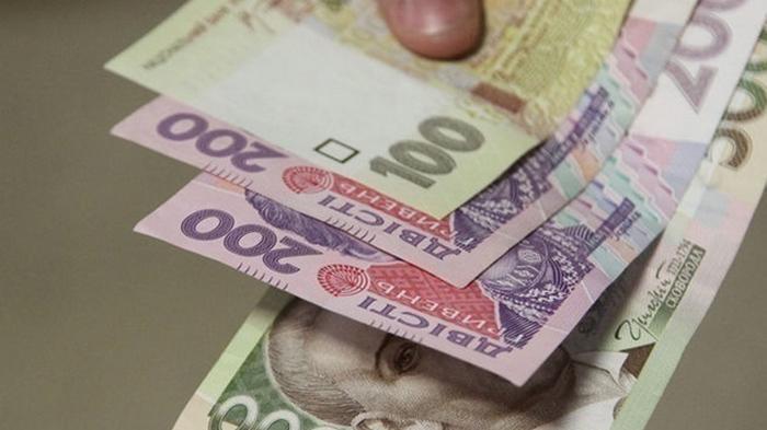 В МОН пообещали поднять зарплаты учителям в 2021 году