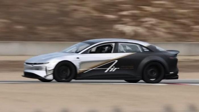 Первый электромобиль Lucid побил рекорд Tesla Model S на легендарной трассе: видео