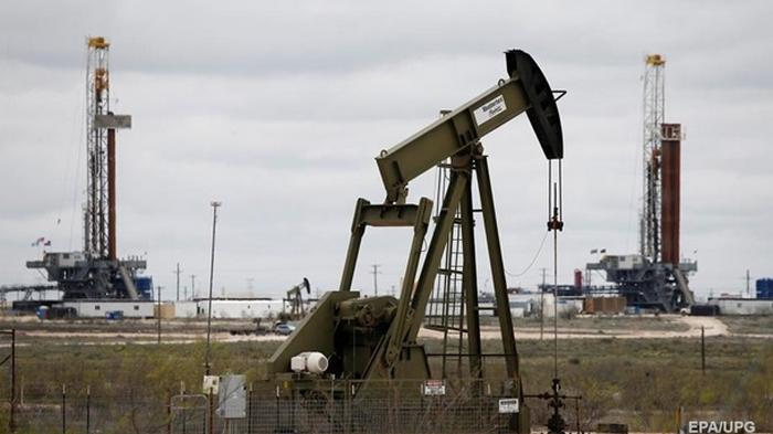 Добычу нефти могут сократить на 20% - Reuters