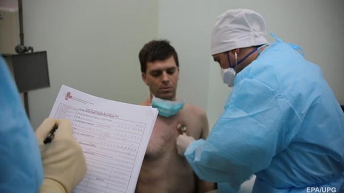 Беларусь признала, что в стране 300 инфицированных COVID-19 медиков