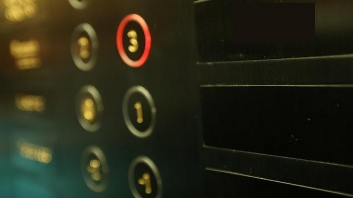 В Киеве оборвался лифт с медиками скорой помощи