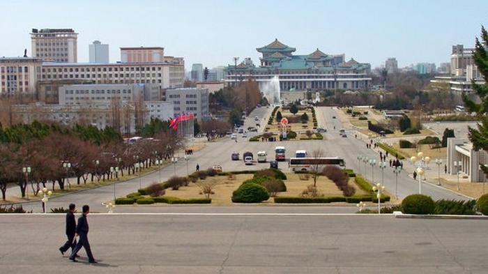 В Северной Корее жителям советуют не покидать дома – из-за желтой коронавирусной пыли