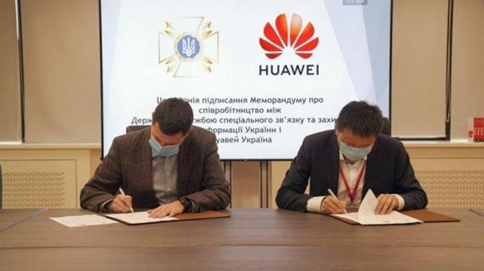 Служба спецсвязи удалила информацию о партнерстве с Huawei – СМИ