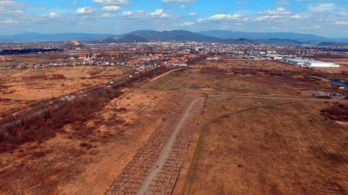 Не в Ужгороде. Где собираются строить новый аэропорт Закарпатья