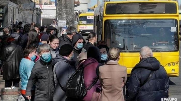 В Киеве снизилось на треть число случаев COVID-19