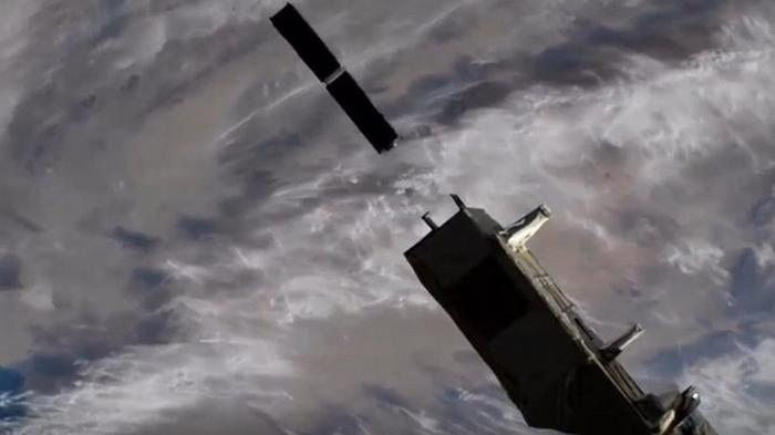 С борта МКС запустили семь спутников