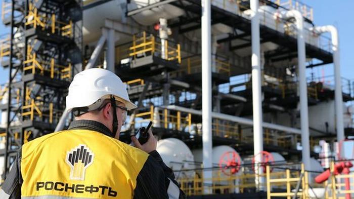 Цена на российскую нефть упала в 1,4 раза за год