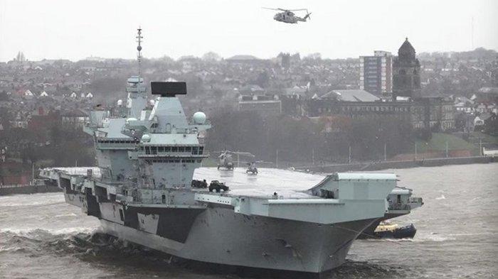 Британский авианосец затопило тоннами воды