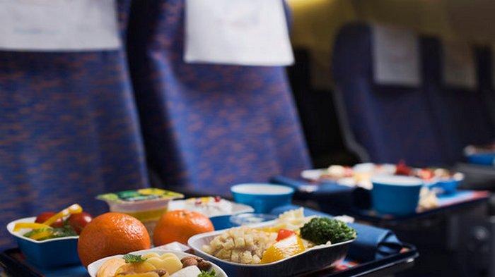 В Японии авиапассажиров попросили отказаться от питания на борту