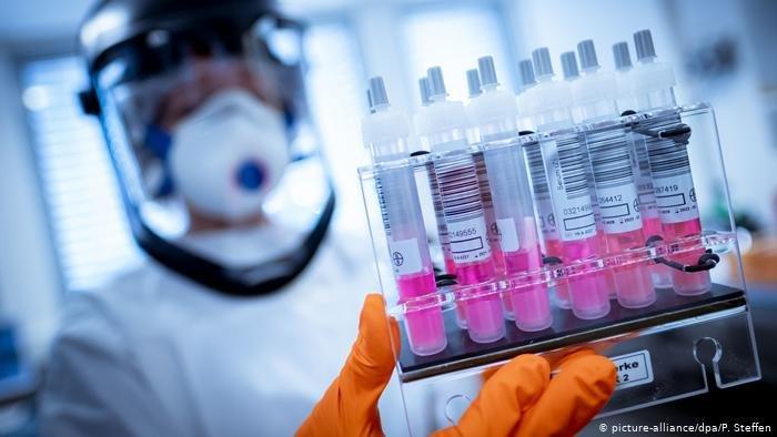 Рождество – угроза вакцинации от COVID-19: доктора считают праздники опасными