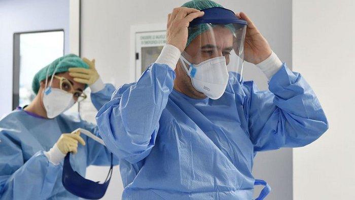 В Европе за сутки заразились уже почти четверть миллиона человек