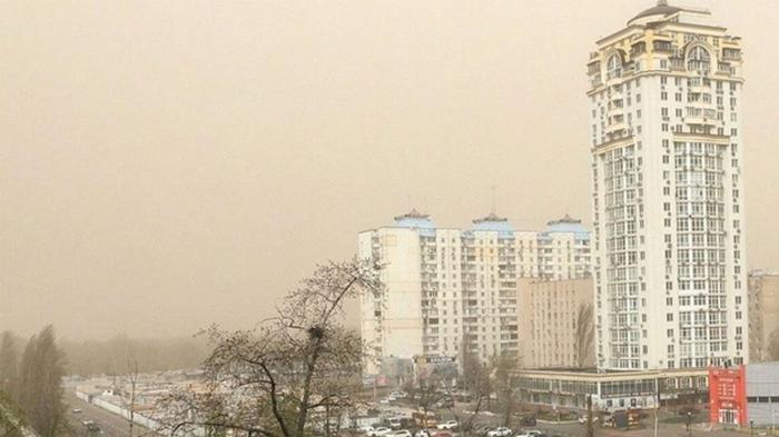 В Киеве из-за пылевой бури пострадали пять человек