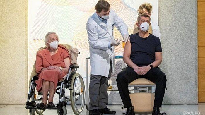 Премьер Чехии первым в стране сделал прививку от COVID-19