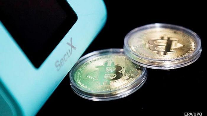 Bitcoin продолжает стремительно расти