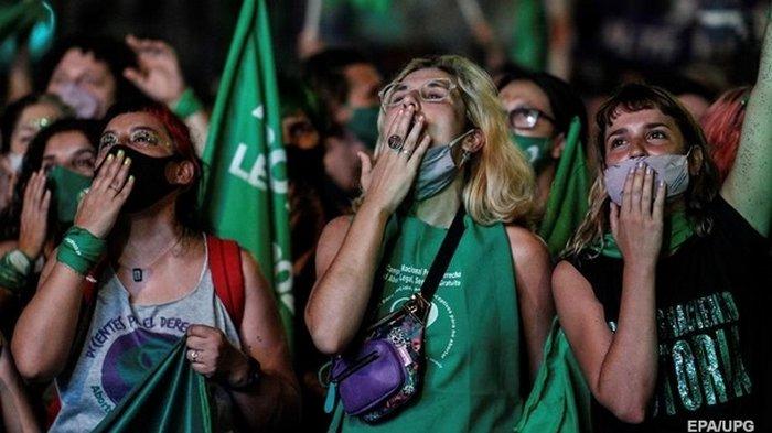 В Аргентине легализировали аборты, на улицах ликование (видео)