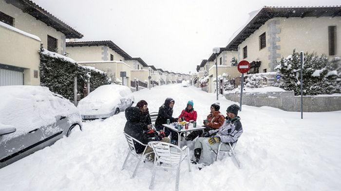Мадрид восстанавливается после снегопада (фото)