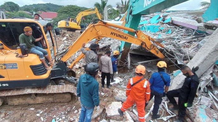 В Индонезии погибли семь человек при мощном землетрясении