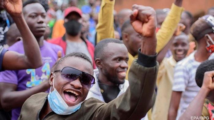 В Уганде на выборах победил правящий уже 34 года президент