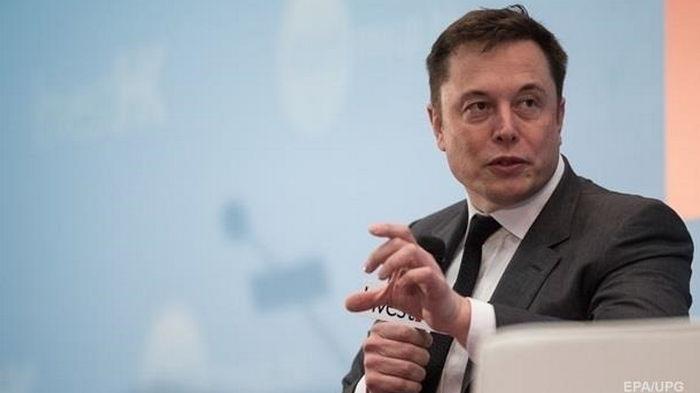 Маск потерял за сутки $13,5 млрд и первое место рейтинга богачей
