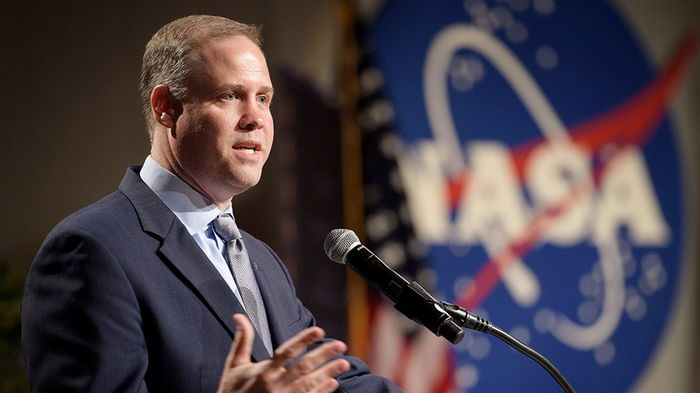 Брайденстайн ушел с поста директора NASA, едва сдержав слезы при прощании – видео