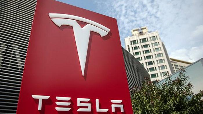 Tesla закончила год с прибылью. Впервые за 17 лет существования