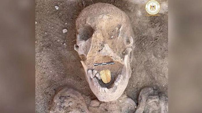 В Египте нашли мумию с золотым языком, ей 2000 лет