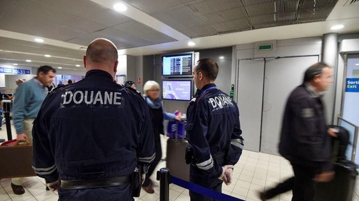 Из-за новых ограничений сотни пассажиров не смогли вылететь из Франции
