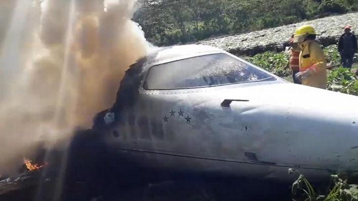 В Мексике разбился военный самолет, есть жертвы (видео)