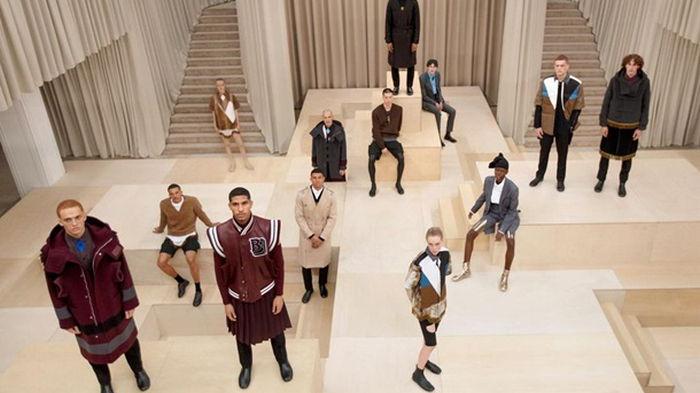Бренд Burberry выпустил платья для мужчин (видео)