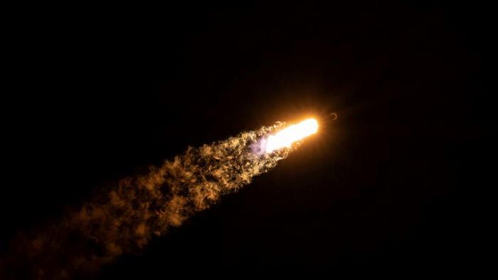 SpaceX запустила на орбиту Falcon 9 со спутниками
