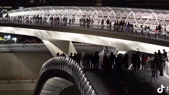 В Китае открыли мост-ленту Мебиуса (видео)