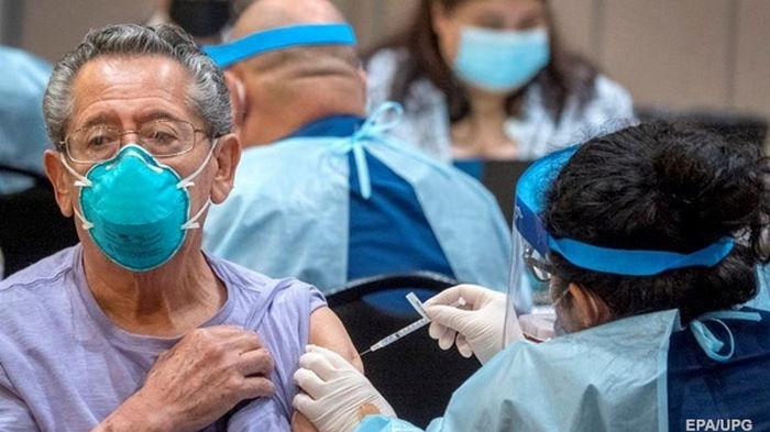 За день от COVID вакцинировались более 700 тысяч британцев