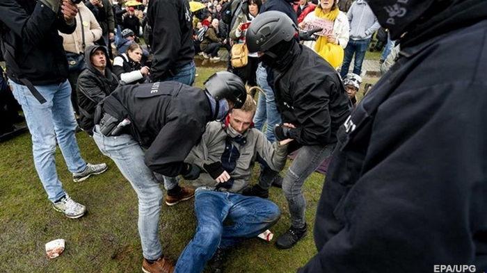 Полиция Амстердама потратила €5 миллионов на усмирение COVID-протестов