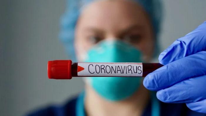Кому грозит заражение COVID-19 во время новой волны в Украине? Ответил врач