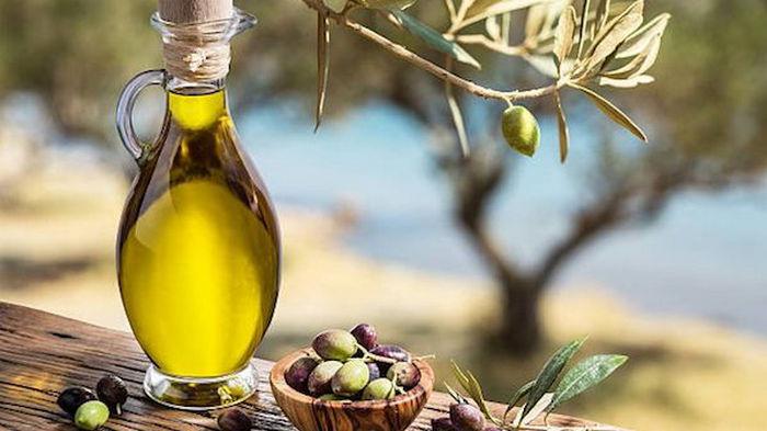 Похудеть, нарастить мышцы и дать фору на пробежке поможет оливковое масло – ученые