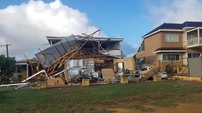 На Австралию обрушился тропический циклон (видео)