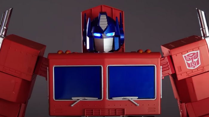 Назад в 90-е к Трансформерам: В США выпустили модель Оптимус прайм (видео)